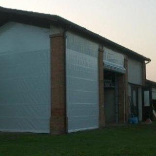 Applicazione industriale di tende verticali.