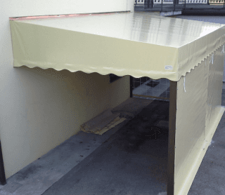 Box auto con struttura ancorata alla parete e chiusura laterale.jpeg