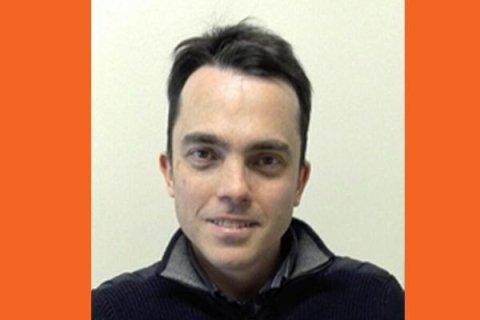 """DR. FILIPPO VERGANI: Laureato in Odontoiatria e Protesi Dentaria (Università degli Studi di Milano);  presso il medesimo Ateneo , nel 2002 , si è perfezionato in """"Valutazioni strumentali dell'apparato stomatognatico"""". Principali percorsi formativi intrapresi: 2003-2004  Corsi di Endodonzia Ortograda , Ritrattamenti ed Endodonzia Chirurgica(Dott. Fabio Gorni) 2004-08 Gruppo di Studio in Parodontologia - Dott. Roberto Pontoriero. 2009-10 Corso biennale di Protesi Fissa, Protesi Mobile e Protesi su Impianti dott. Stefano Gracis 2011 Corso formativo di Chirurgia Orale (Dott. Barone, Dott. Clauser) 2012 Corso su diagnosi e trattamento mioartropatie ATM (Prof. Strobbe) 2015-2016 Master implantologia 2015-2016 presso cliniche di chirurgia bucco-maxillofaciale in Brasile (Prof.Azevedo)."""