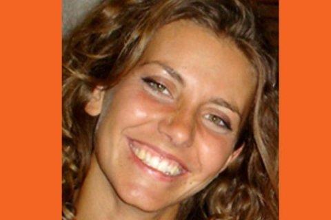 DOTT.SSA DOMIZIANA SIMONE: Laureata in Odontoiatria presso l'Università degli Studi di Milano, ha frequentato un corso annuale e successivi stage di perfezionamento in Endodonzia Ortograda, Ritrattamenti ed Endodonzia Chirurgica   con il Dr. Fornara. Ha conseguito la Certificazione Invisalign per il trattamento ortodontico le mascherine trasparenti. Ha partecipato a numerosi corsi di odontoiatria conservativa e pedodonzia.