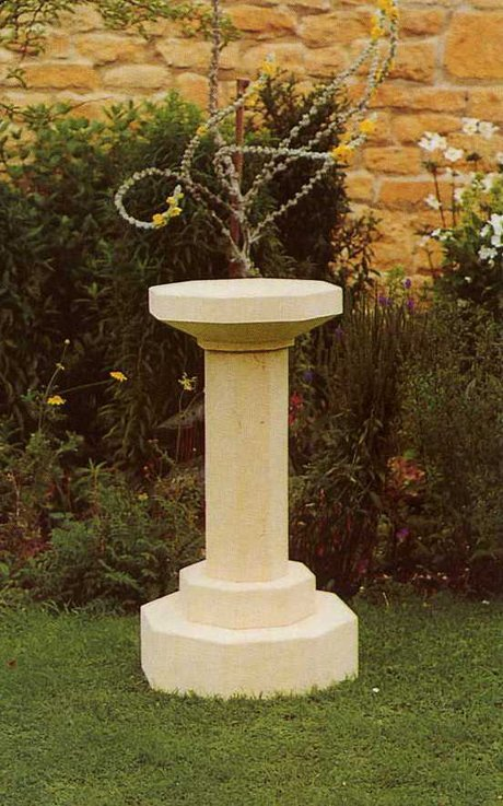 Medium octagonal pedestal