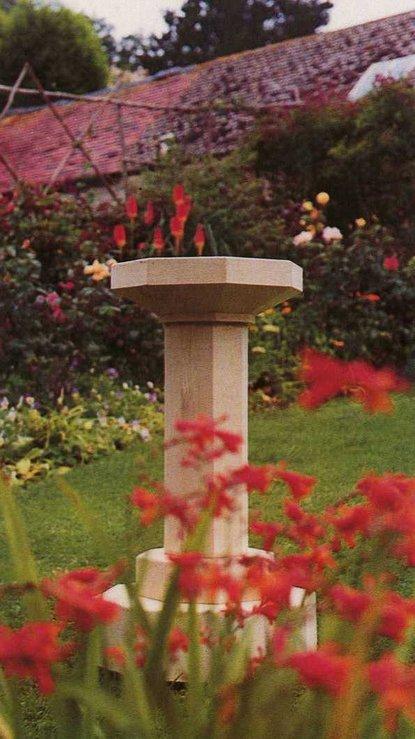 Large octagonal pedestal