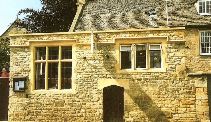 Three-light mullion windows