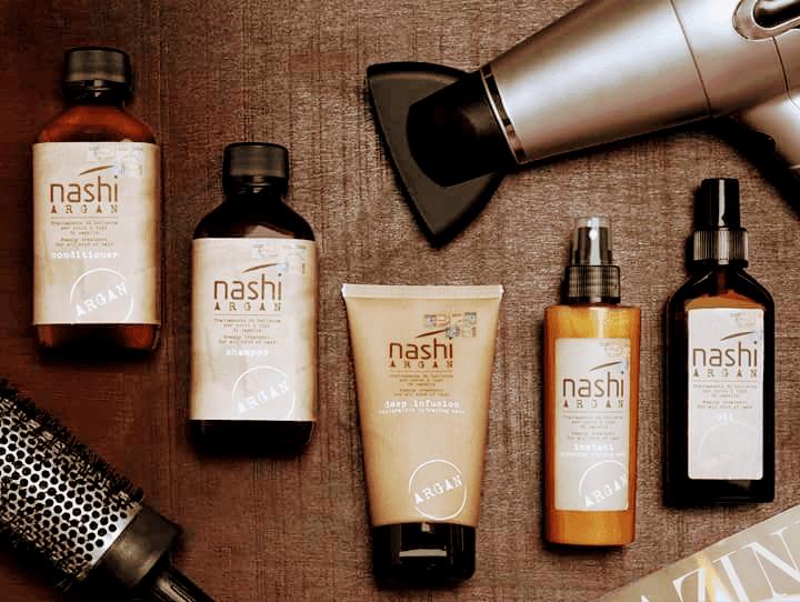 diversi prodotti per capelli