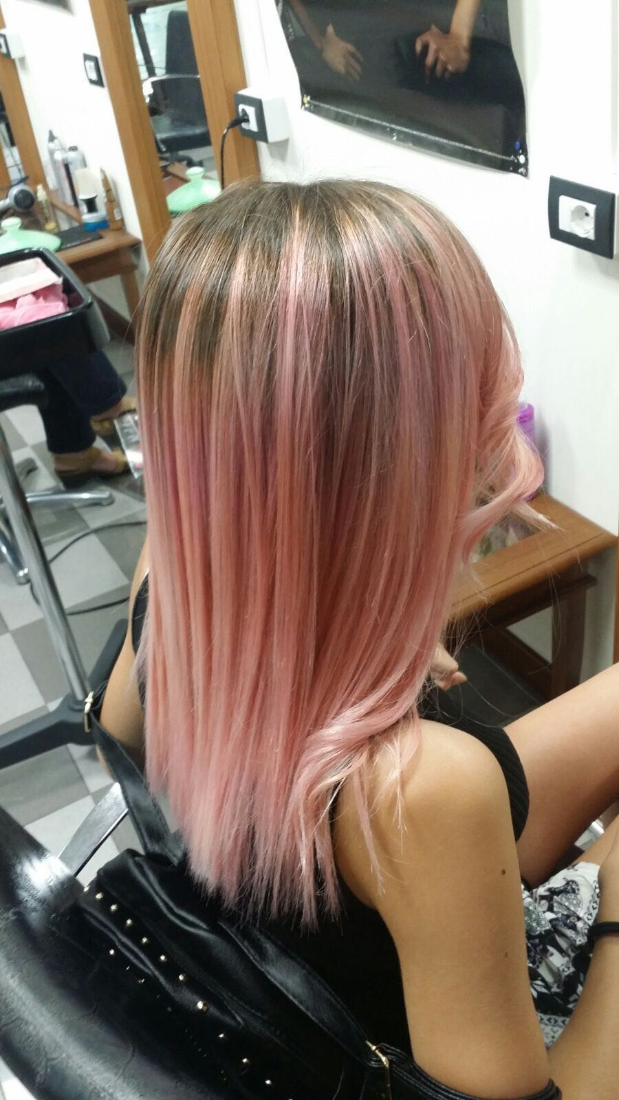 Modella con tinta shatush rosa