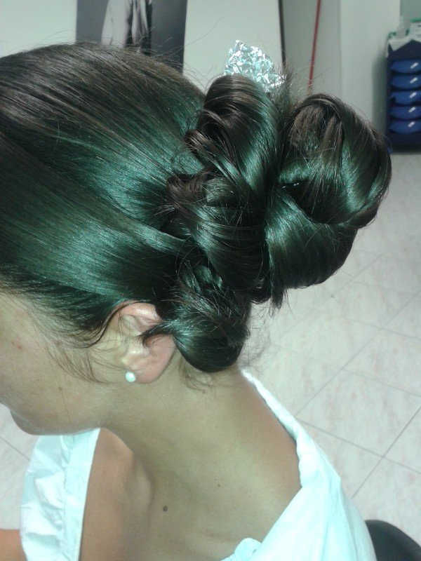 coda di capelli raccolta a chignon