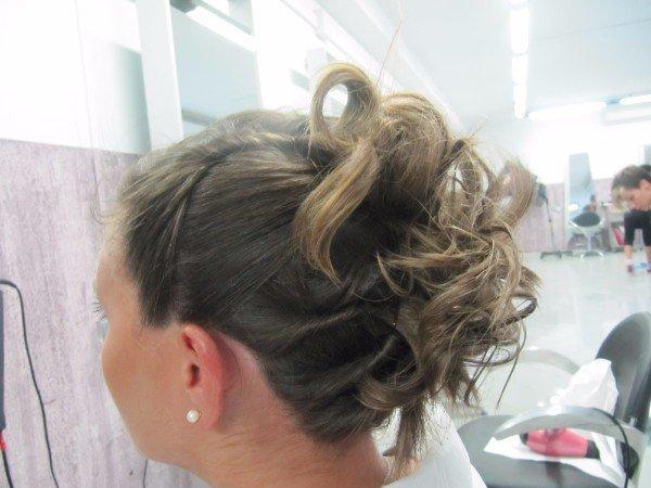 capelli raccolti sulla nuca