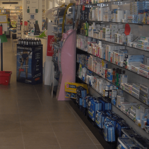 prodotti esposti negli scaffali