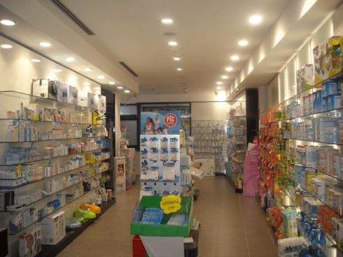 prodotti esposti in farmacia
