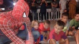 a cena con spiderman