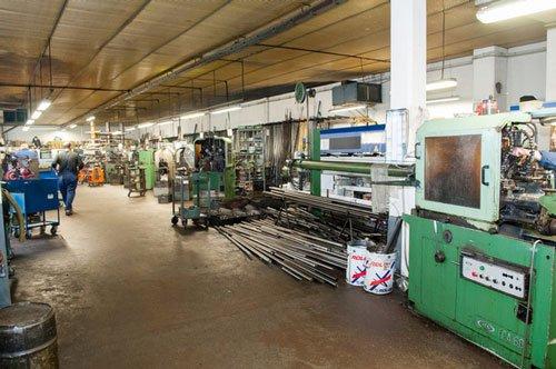 interno della fabbrica con i macchinari