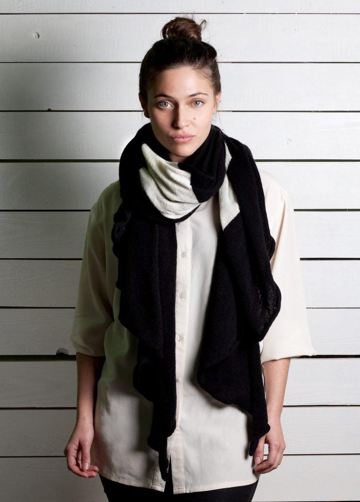 Sciarpa bianca e nera