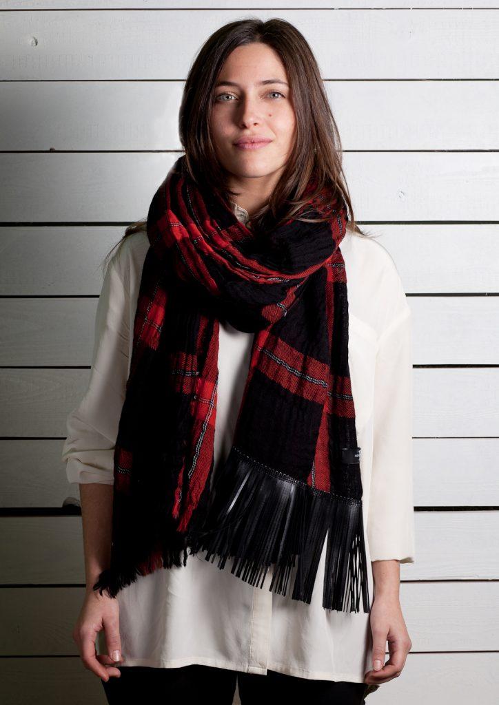 Sciarpa con pattern scozzese rossa e nera