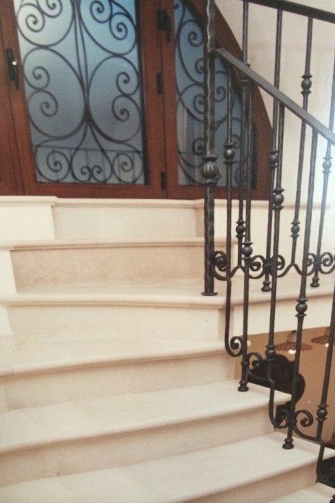 scale interne in pietra lavorata