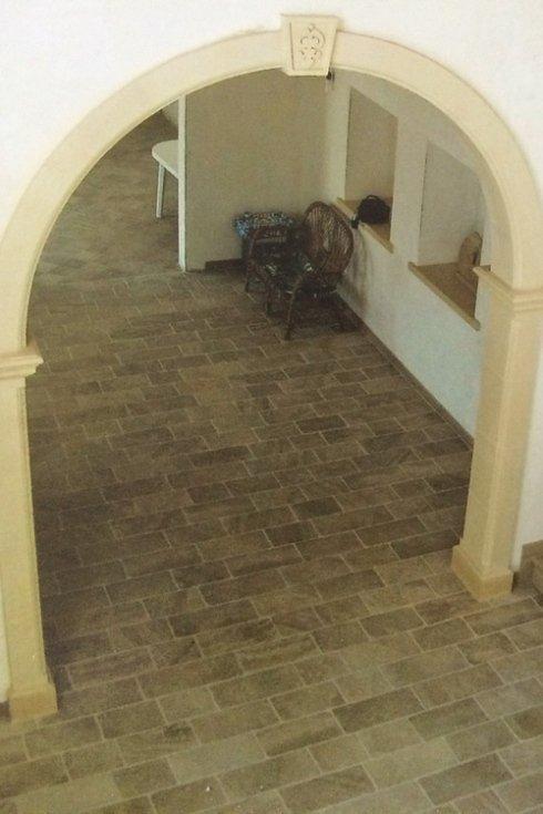 arco e pavimentazione in pietra