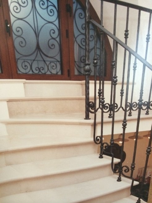 scalinata interna in pietra