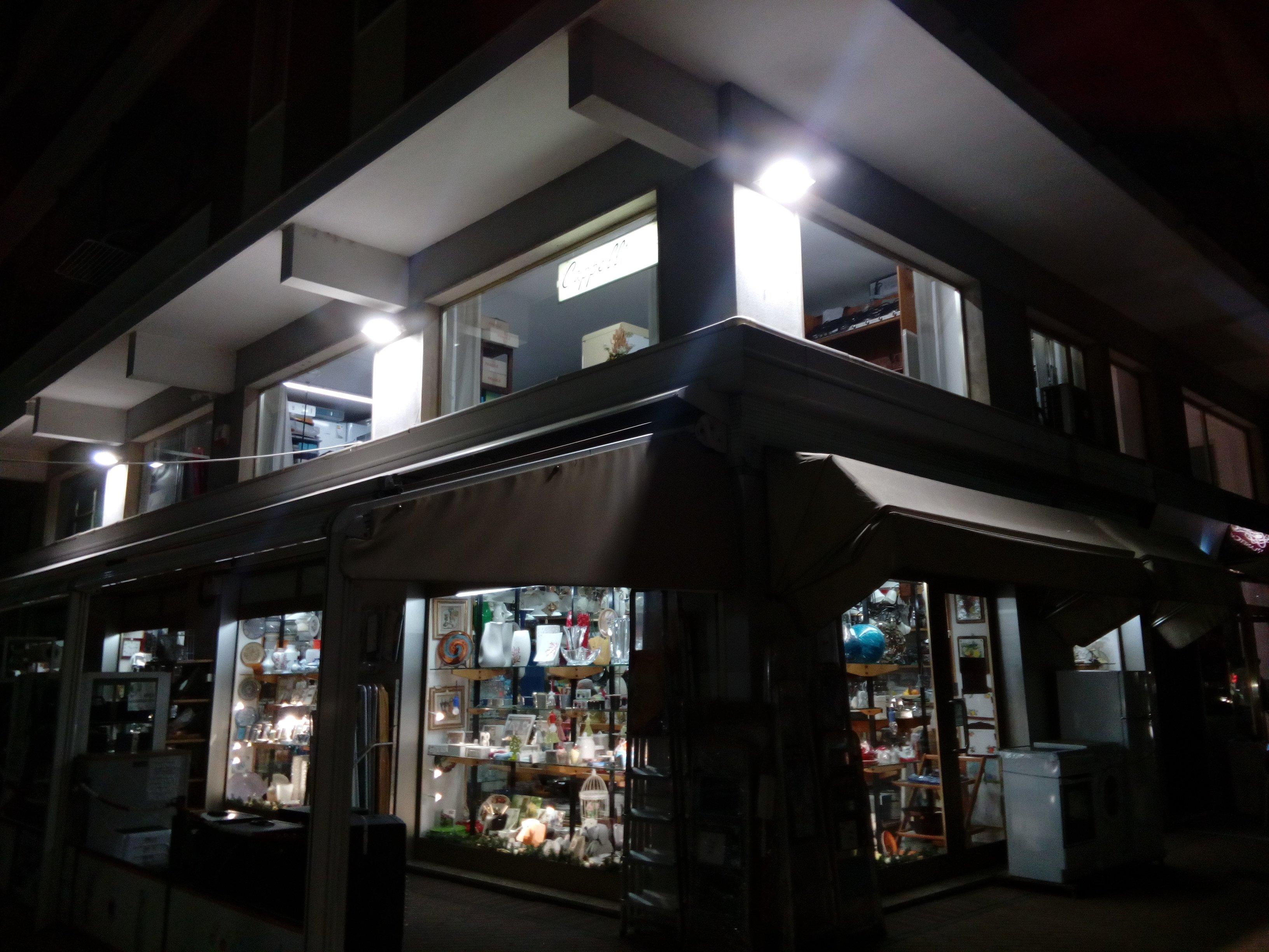 esterno di negozio di elettrodomestici a Ceriale, SV