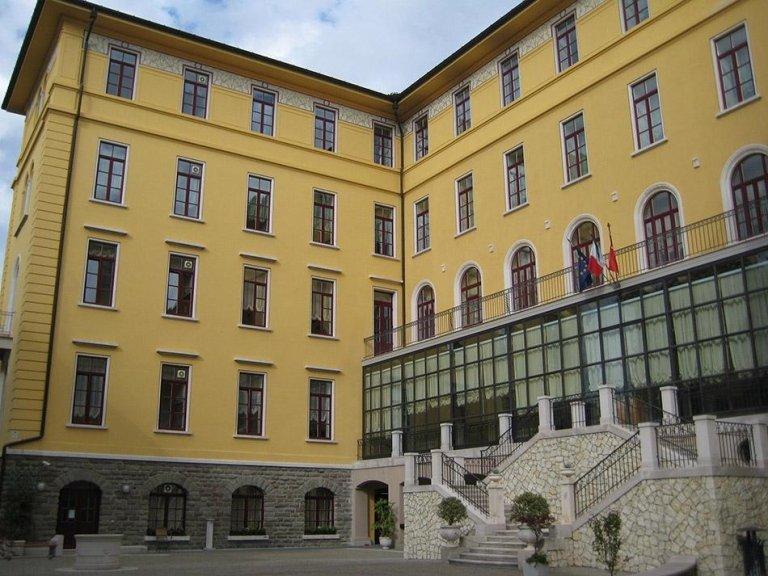 facciata principale - scalone storico