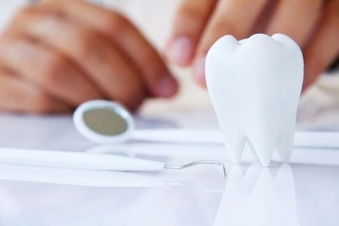 protesi dentarie fisse, protesi dentarie mobili, implantologia