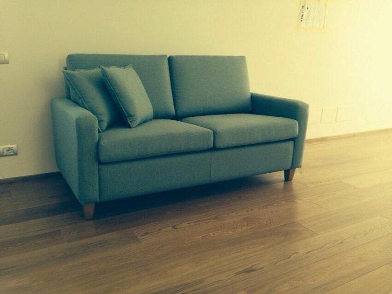 divano azzurro due posti