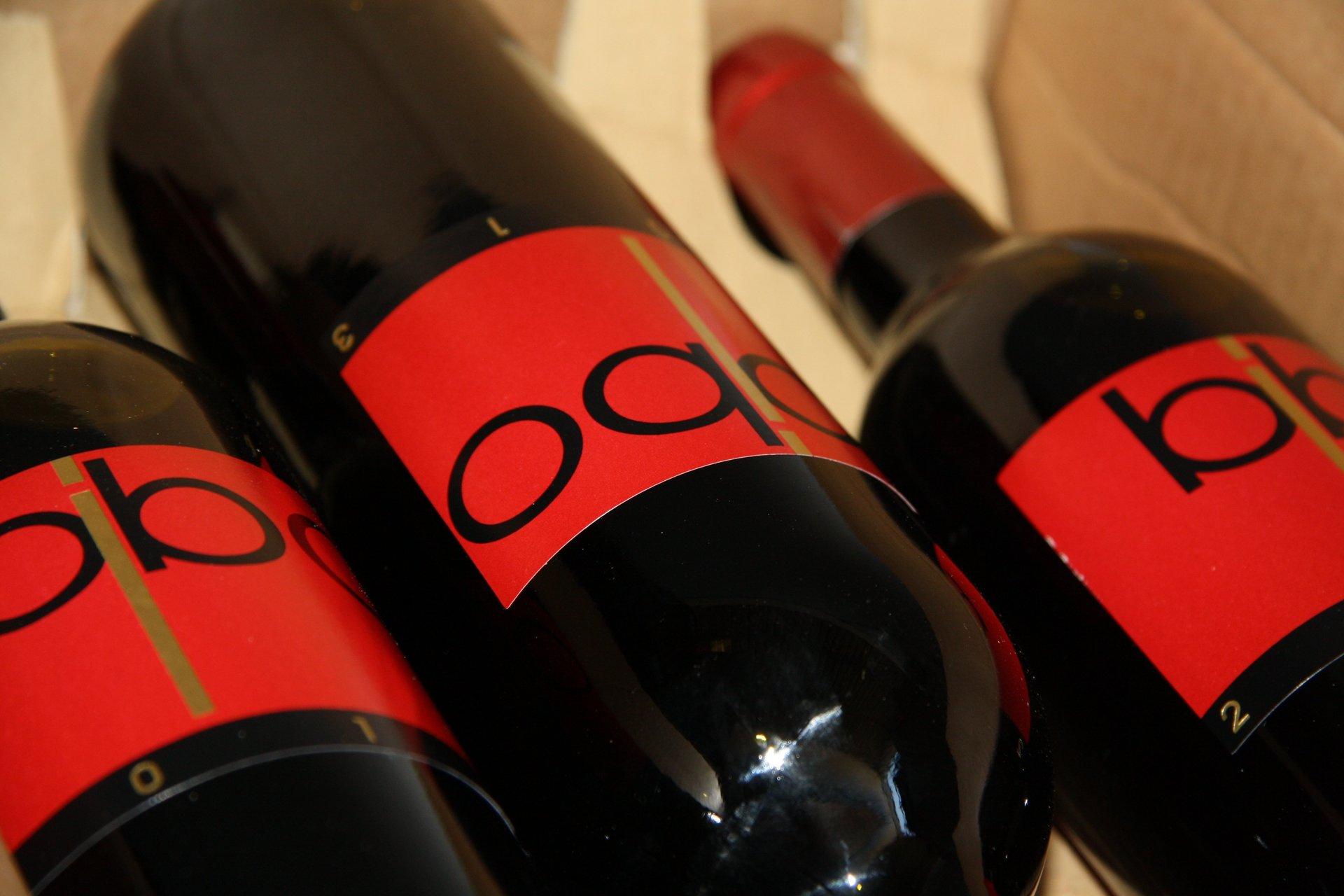 bottiglie vino rosso sdraiate