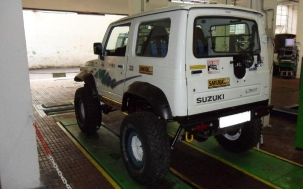 fuoristrada Suzuki