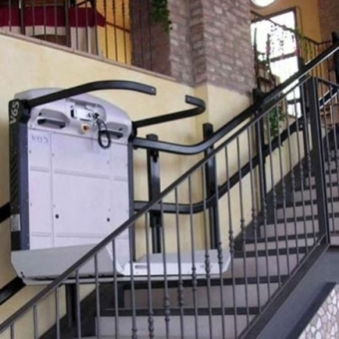 servo scala e piattaforma con protezioni anti caduta