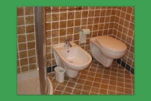 La ditta Idroterm vende ed installa sanitari di ottima fattura per bagni domestici.