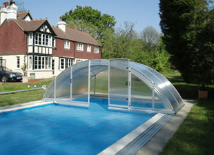Arcus Original enclosure covering a pool with a safety cover