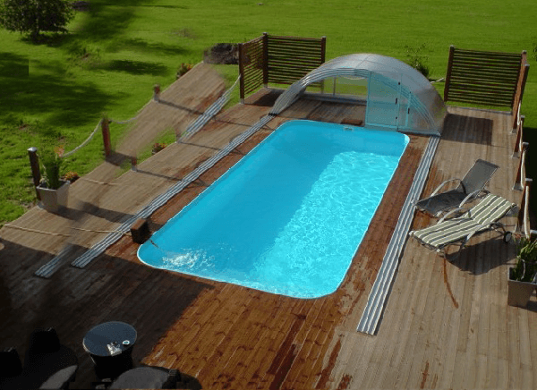 Propa pool with enclosure