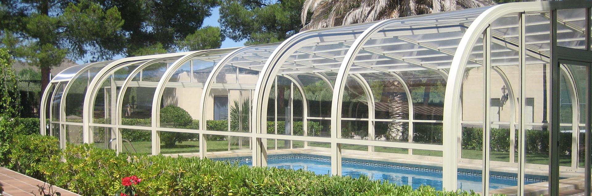 Vegametal swimming pool enclosure