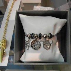 braccialetto con ciondoli