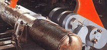 La colonna viene tagliata e preparata per la saldatura