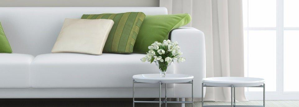 un salotto con colori bianco e verde