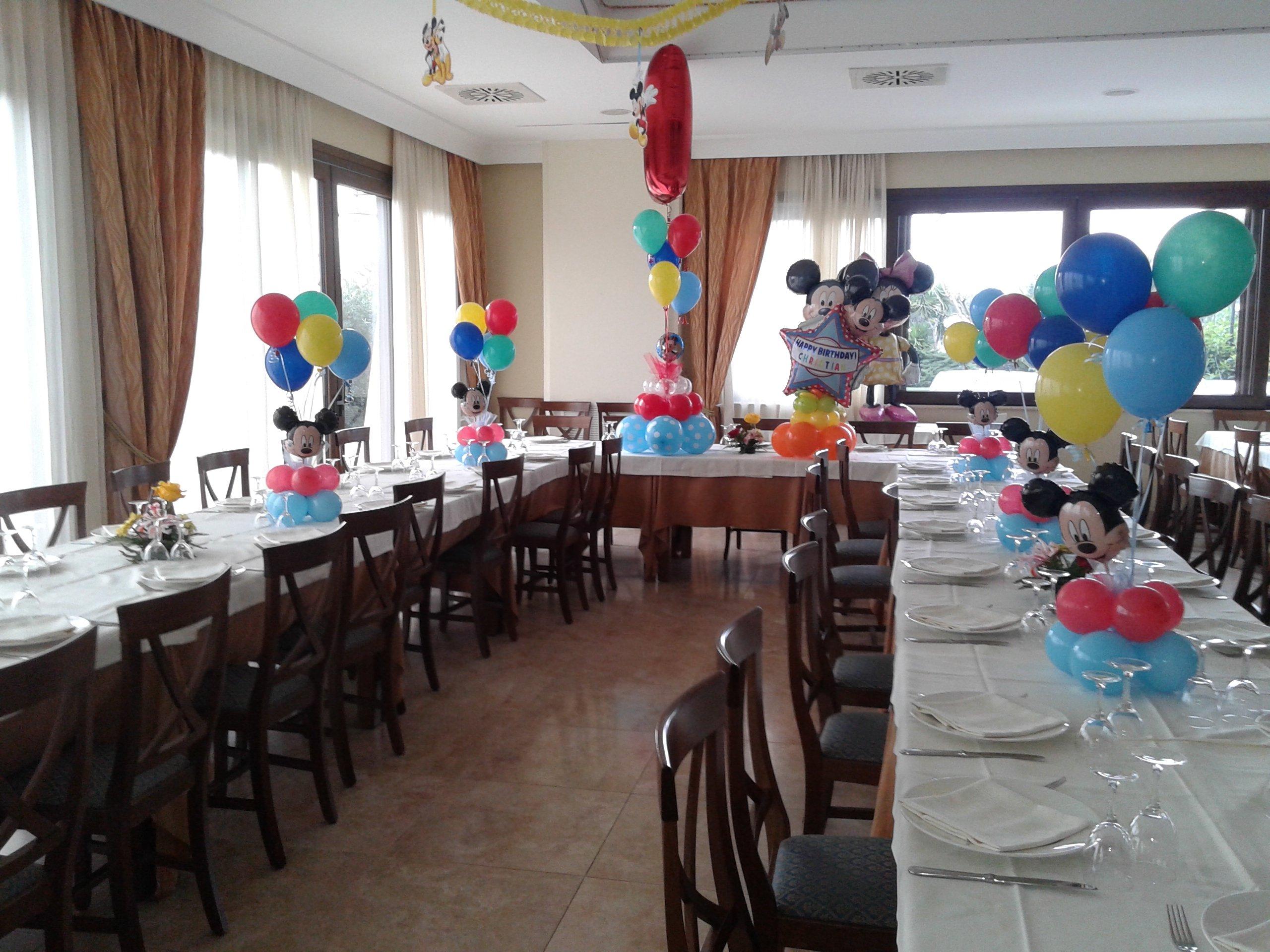sala addobbata per compleanno