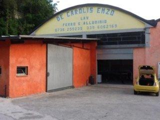 L'ingresso del capannone