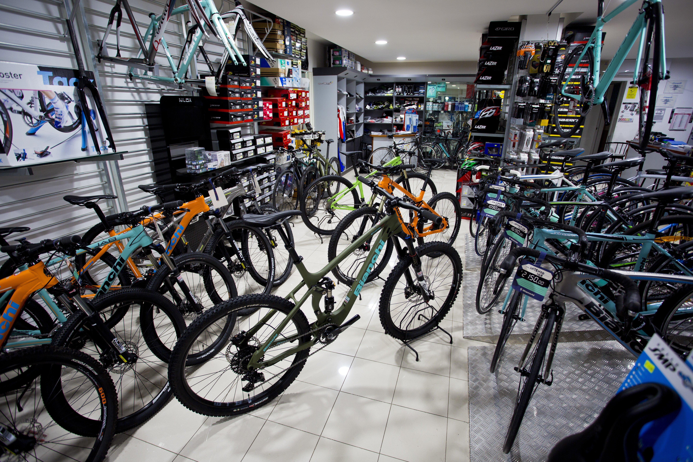 bici da corsa in esposizione