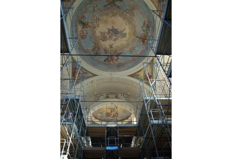 Ponteggio per restauro interno chiesa