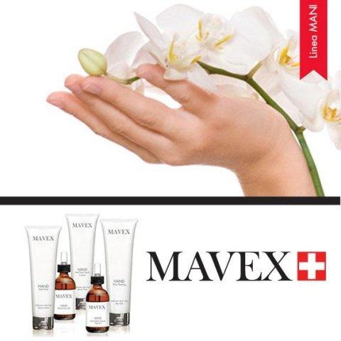mani con dei fiori bianchi  e dei prodotti della marca Mavex