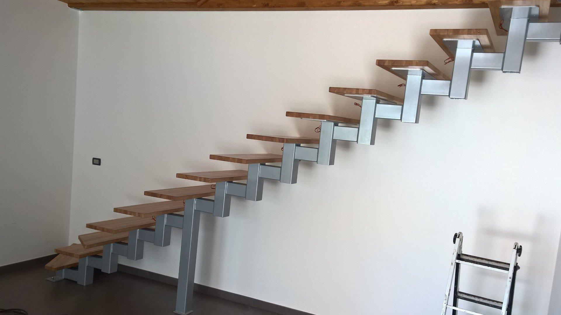 scalinata in metallo