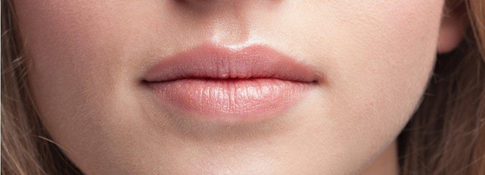 labbra carnose di una donna