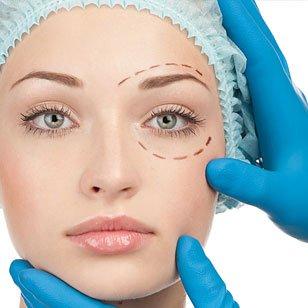viso di una donna con delle linee tratteggiate disegnate contorno gli occhi