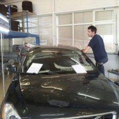Riparazione auto con ammaccature