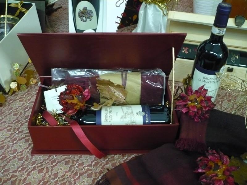 Cofanetto Bordeaux con Brunello e sciarpa in Cachemire