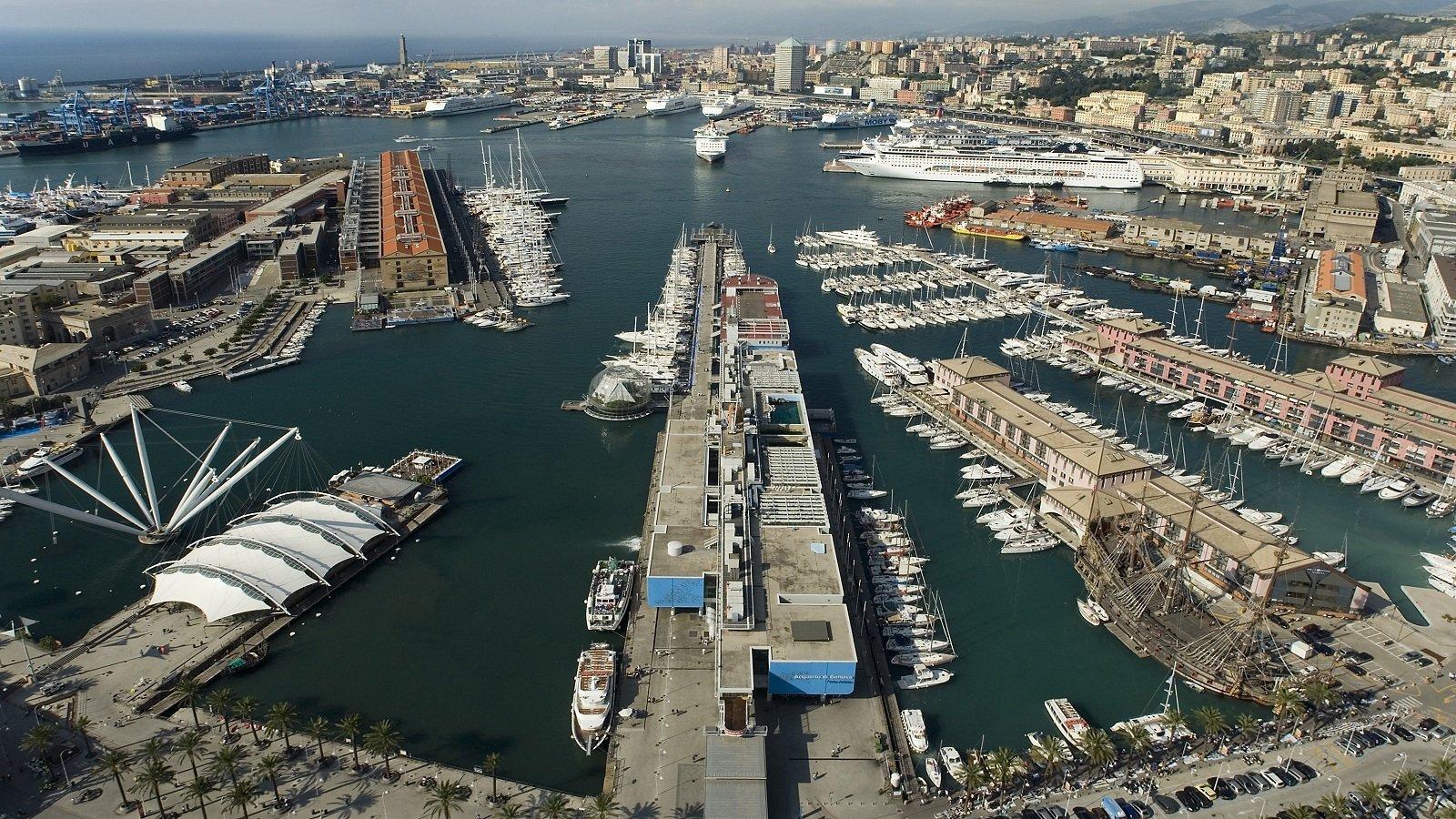 vista di un porto con delle barche