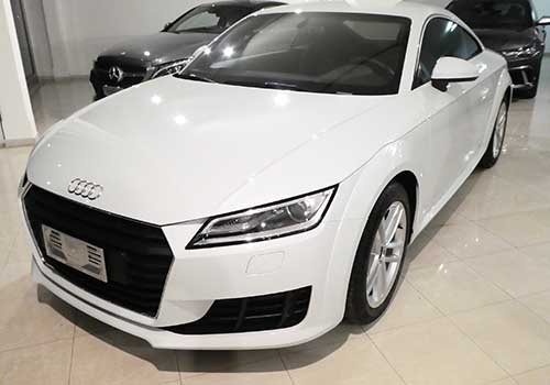 un Audi bianca