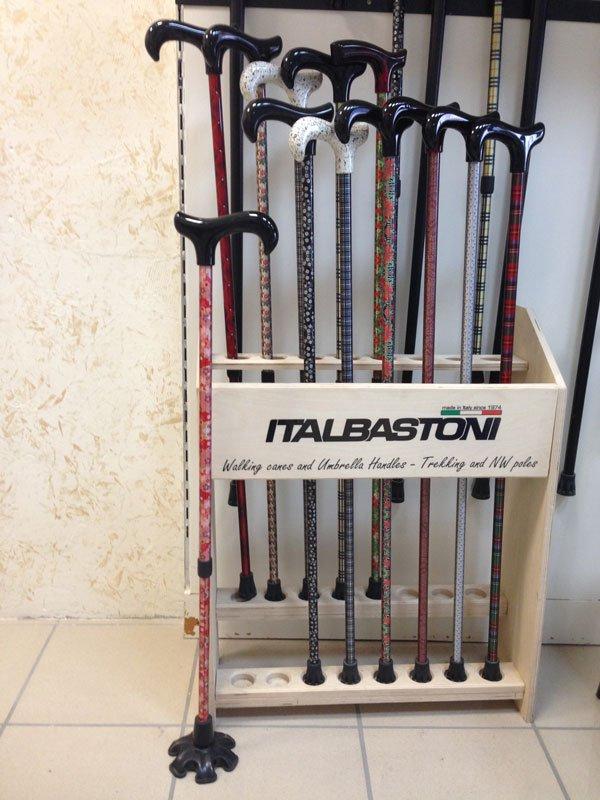 dei bastoni da passeggio della marca Italbastoni