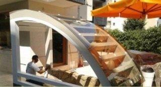 copertura con travi curve e plexiglass