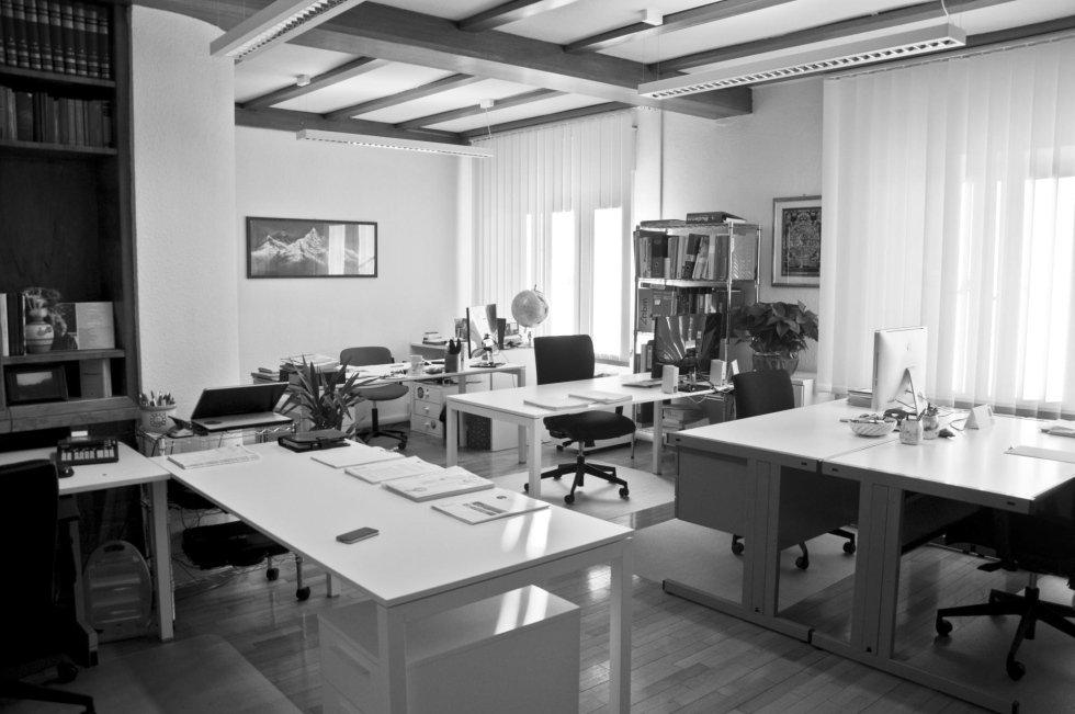 Arredamento uffici pozzomaggiore sassari loi luisa for Olivieri arredamenti