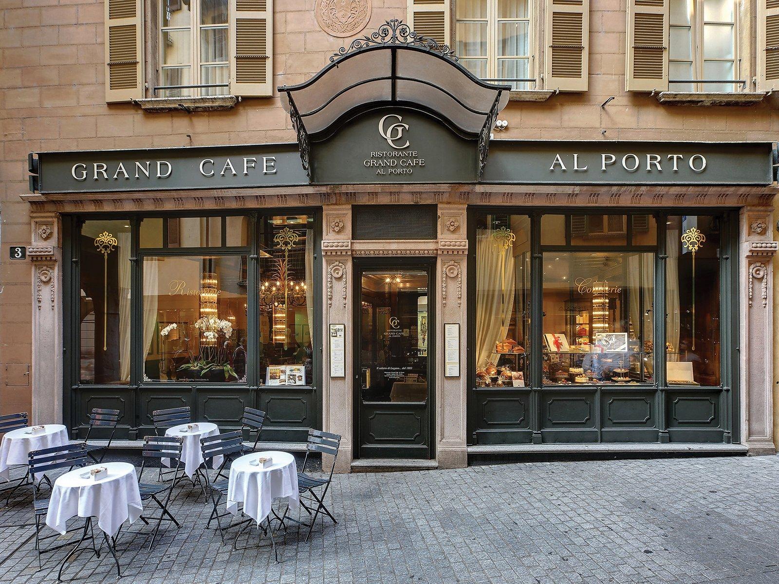 La storica facciata del Grand Cafè Al Porto